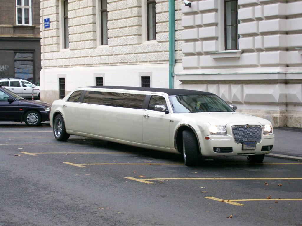 Chrysler_limo_ZG_front